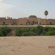 今は使われていない宮殿跡です。