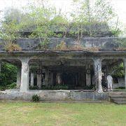 ペリリュー島の戦跡の一つ。廃墟になった総司令部建物が残っています。