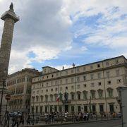 巨大な記念柱