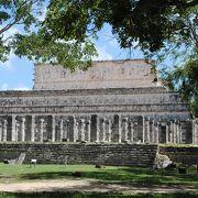 隣の千本柱の神殿は人が来ないので、静かです。