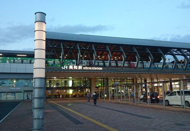 駅前は綺麗に整備されています。