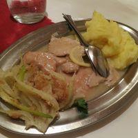 夕食は素朴な料理ですがとてもおいしい。