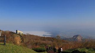 天気が良ければ山頂からの眺めは良いです