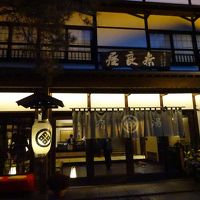 夜の奈良屋正面