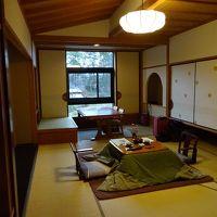 5階の客室。二人にはほどよい広さ。