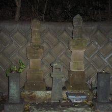 吉見家 右:正頼、左:広頼 の墓