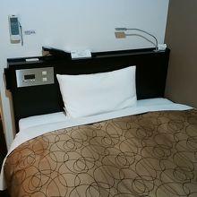 固めのベッド