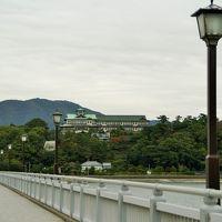 三河湾に浮かぶ「竹島」からのホテル遠景