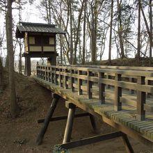 本丸・二の丸間の木橋と櫓門