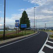 大津と草津の間に掛かっている橋で、頂上では、琵琶湖を一望できるそんな橋となっています。