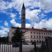 モスタルでは数少ない教会