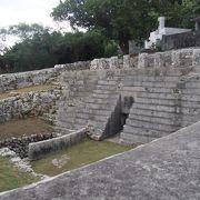 宮古島に残る巨大墓