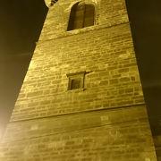 塔の中で食事も。