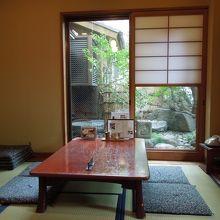 相田みつをが利用していた庭の見える半個室の席