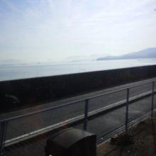 車内から海岸を撮影