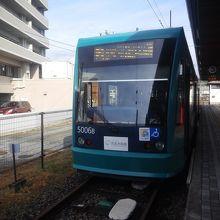 こちらは宮島口駅で出発を待つ広島行き