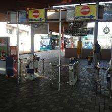 宮島口駅改札口から撮影