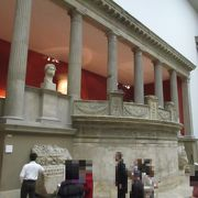 ベルリンにある世界遺産ムゼウムスインゼル(博物館島)のなかにある有名な博物館です。
