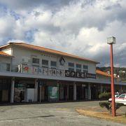 伊東温泉の入り口。駅前はコンビニもあります