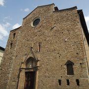 ドゥオモ近くのシンプルな教会。ダンテの師の…