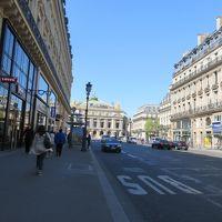 ホテルの小道を出て大通りに出た付近の風景・突き当たりオペラ座