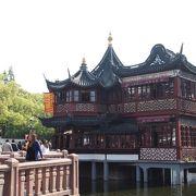 豫園商城のど真ん中、ここに居たこと自体が思い出になりそうな茶館。