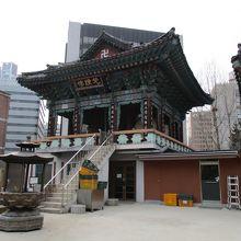 台湾のお寺よりも、より日本のものに近い感じがします。