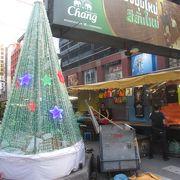 クリスマスシーズンのパッポン ナイト マーケット