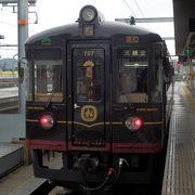 美味しい食事ときれいな車窓と。水戸岡列車で行くプチ贅沢な旅を。