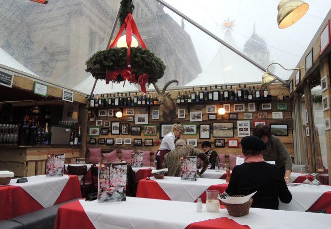 ジャンダルメン広場のクリスマスマーケットに期間限定で臨時出店していました