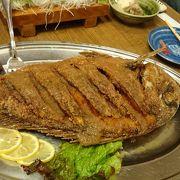 宴会コースがスゴいお得、食べ切れない。鍋にでっかい魚料理と揚げ物等