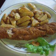 ザグレブ風カツレツなどクロアチア料理を食べられます。