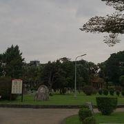 大都会のど真ん中にあるコンパクトな公園