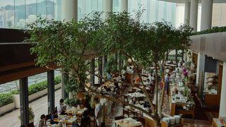 ビクトリアハーバーの大パノラマを眺めながらの朝食は最高!