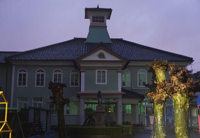 丈生幼稚園 (旧福井県警察部庁舎)