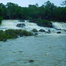 雨季のタートロの滝です