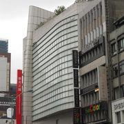 MRT「中山駅」の北側にあります