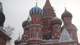 赤の広場に直結したカラフルな寺院
