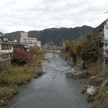 新橋から吉田川沿いを撮影。