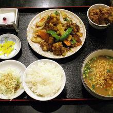 飛騨黒酢牛肉定食