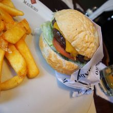 『世界一のチーズバーガー』を謳うマジ・旨バーガー屋さんクリチバ本店