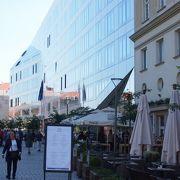イェラチッチ広場から伸びる新しさを感じる通り