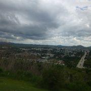 ただの丘のように見えるが...