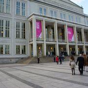 こじんまりとした鑑賞しやすいオペラハウスです。