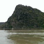 有名なローレライの岩もライン川にあります。