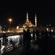 ガラタ橋のたもとのモスク