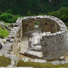 曲線を描いた唯一の神殿