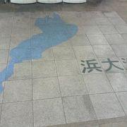 2F改札からデッキ続きで琵琶湖が眺められる