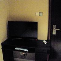 中型のテレビもあります。