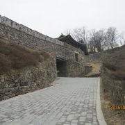 北から南へ領土を移した百済の王宮、城壁のみ残っています。